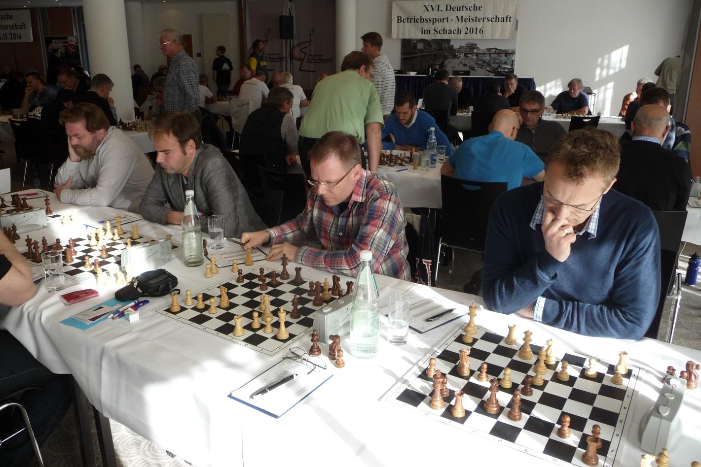 Dresden 03.11.2016: Die vier Vordenker des EPA-Schachklubs in Runde 1: Tomas Segerberg, Dr. Stephan Heer, Peter Bohnhoff, Walter Jachs