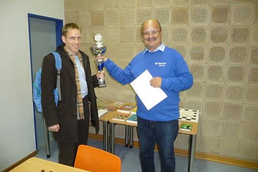 Turniersieger Johannes Rusche (links) und Turnierleiter Wolfgang Meier
